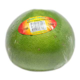 This premium pomelo is juicy sweet and tart, can be eaten on its own or in a salad and dessert. To the Chinese, the fruit is a symbol of abundance.